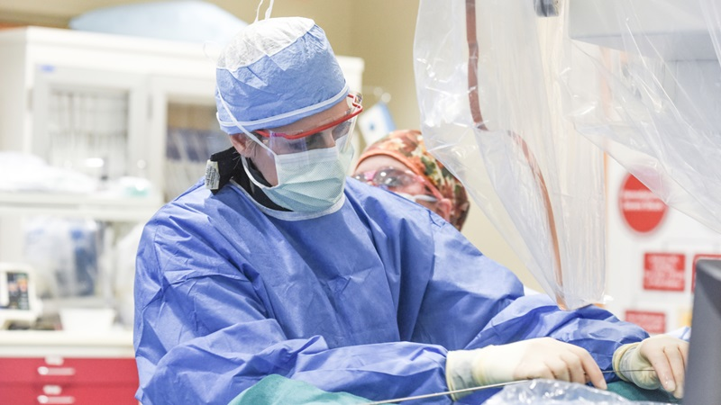 Dr Erin Murphy performs first-in-the-world procedure