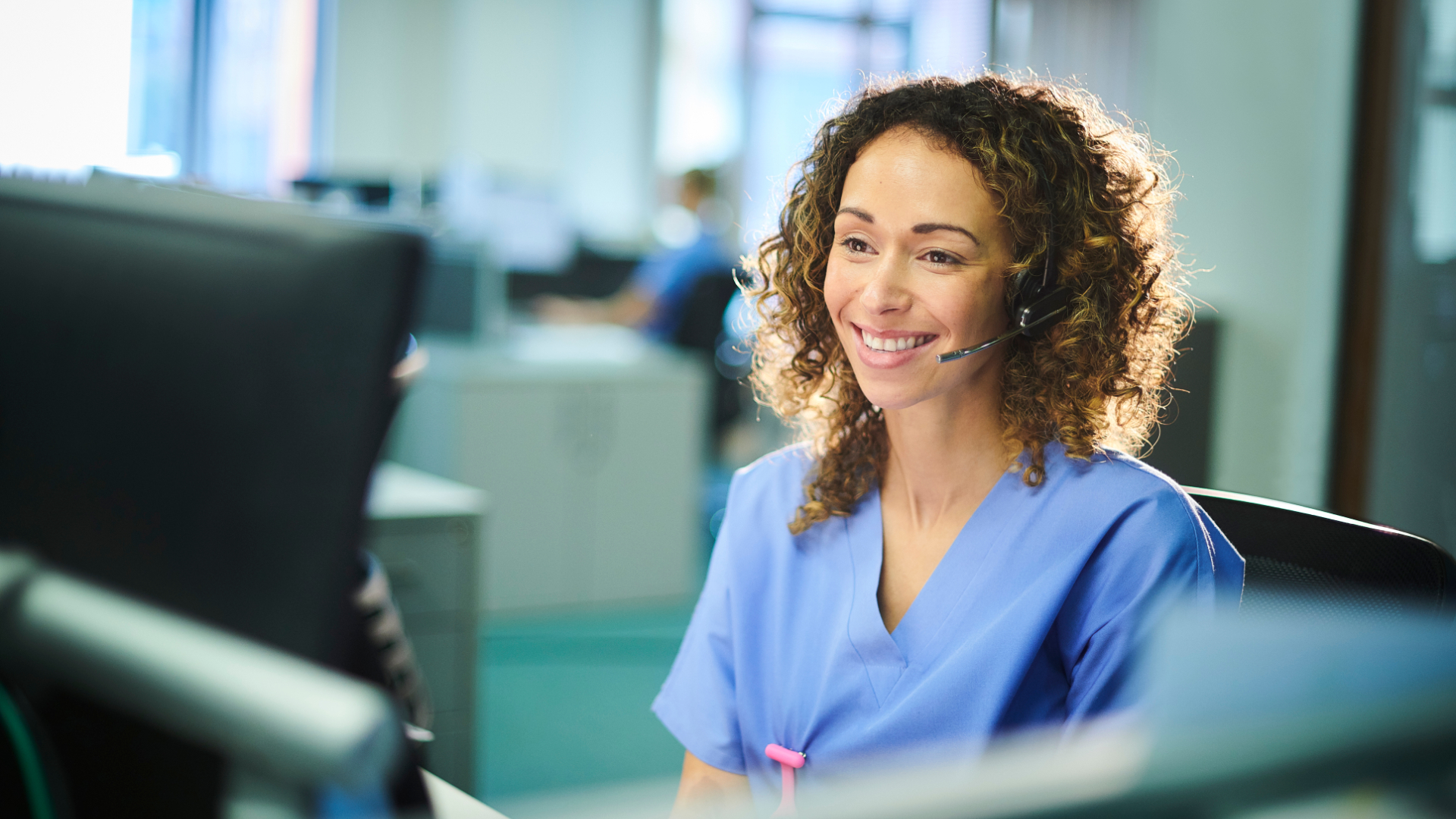 Atrium Health's virtual critical care (VCC) model uses real-time, two-way audio and high-definition video communication to hundreds of critical care beds and via mobile carts in two emergency departments in the health system.