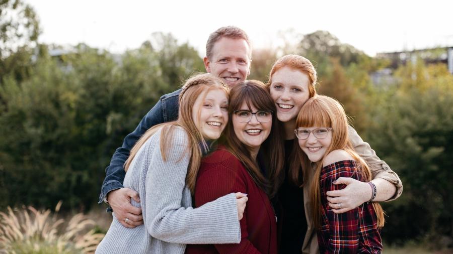 Brandi Rabon, a recent COVID-19 survivor, and her family.